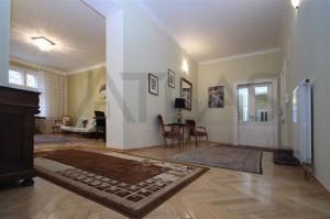 hala - Pronájem luxusního bytu 4+kk Praha 2 - Vinohrady, Kolínská