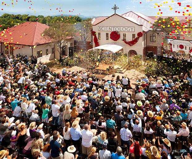 Slavnostní otevření Scientologické církve v Jížní Africe organizace Pretoria na Stanza Bopape street v blízkosti sídla Jihoafrické vlády konané dne 23. února 2013