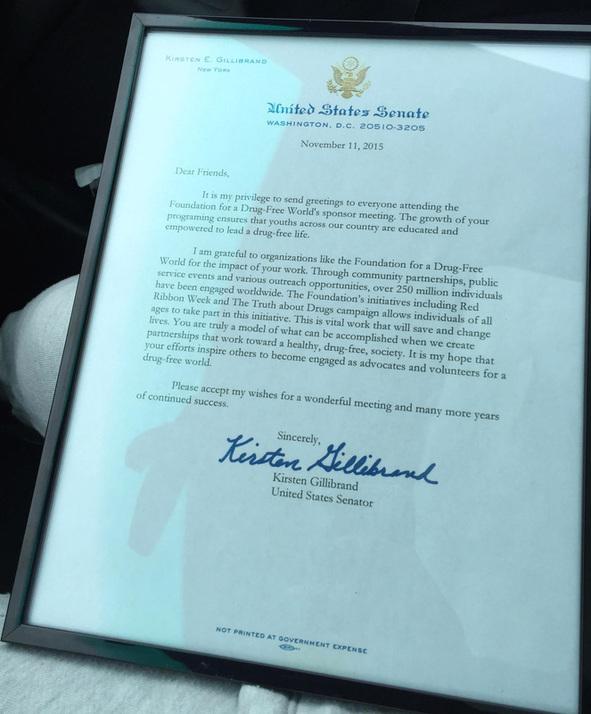 Kristen Gillibrand – Senátor spojených států amerických – ocenění aktivit nadace pro svět bez drog od Amerického politika