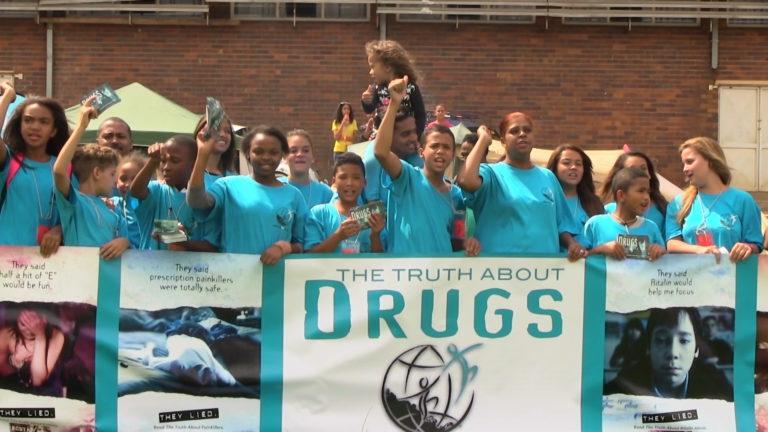 Scientologická církev Pretoria zorganizovala benefiční večeři pro nadaci pro Svět bez drog Gauteng